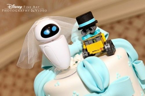 Top Ten Geek Wedding Cake Toppers -  Lookit the wee WALL-E!!!