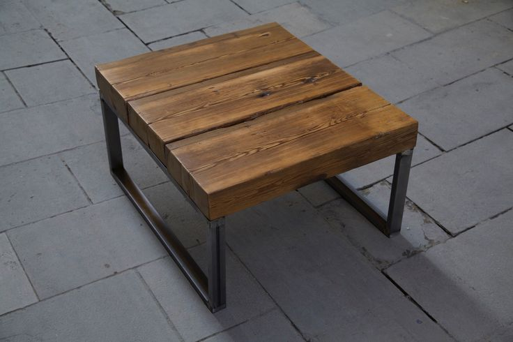 Auxiliar table made with recycled wood / Mesa auxiliar hecha con madera reciclada / www.paletos.net / #palet #pallet #reciclado #recycled #diy #paletos #table #wood