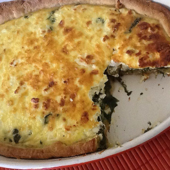 Spinach mangel (σέσκουλα) and feta cheese tart (my first homemade tart)! I bought the crust though ! Is it a tart or is it a quiche? What's the difference? I don't even own a tart pan yet ... #quiche #tart #spinach #feta #inthekitchen #food #yummy #foodporn