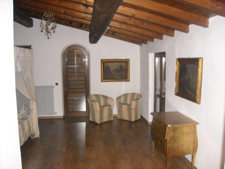 Rustico a Gargnano - angolo conversazione camera matrimoniale  appartamento Isotta