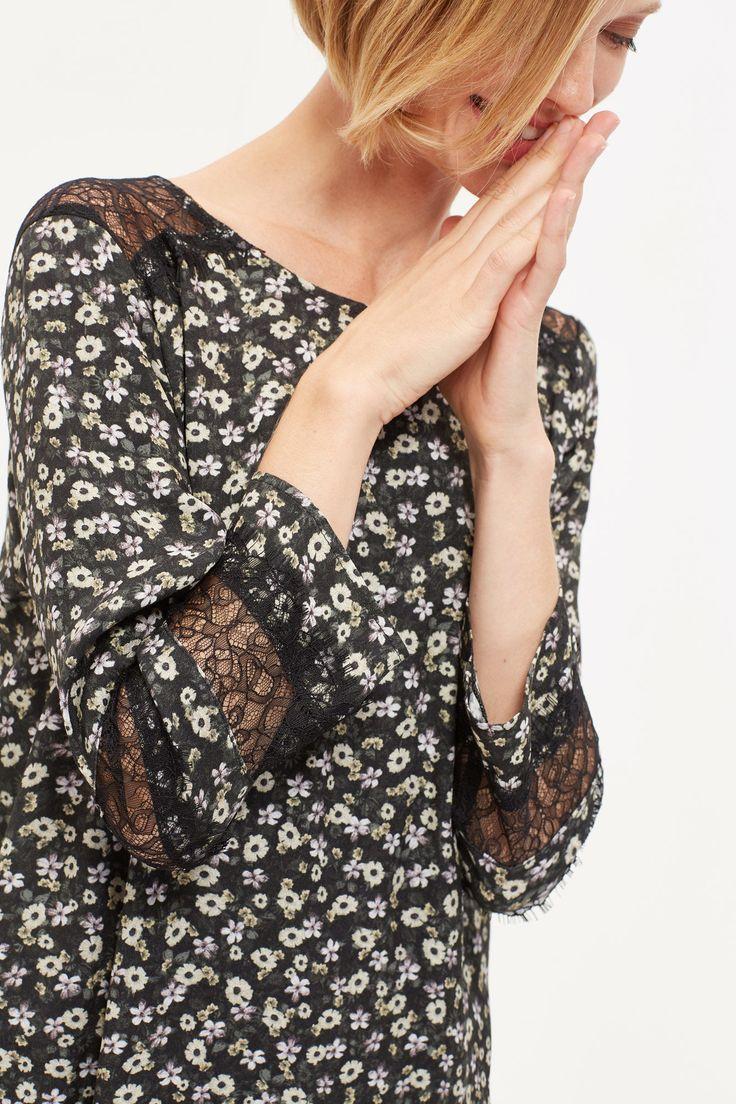 Vestido túnica línea A con microestampado floral. Manga 3/4 con aplique de encaje. Cierre con lágrima a la espalda. XXX | Vestidos | Cortefiel