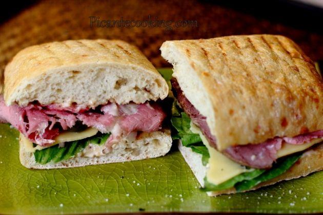 Сандвич с ростбифом и горчичной заправкой
