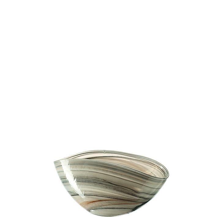 Schale Alabastro    Die Schale Alabastro ist handgemacht und wird mit der eingesetzten Alabaster-Technik, durch die das besondere Muster entsteht, zu einem absoluten Highlight in jedem Zuhause. Die organische Form macht sie außerdem zu einem Blickfang und setzt jede Dekoration oder angerichtete Speise in Szene.    Handmade: Ja  Material: Glas  Set-Größe (Teile): 1-teilig  Länge: 12 cm  Breite: ...