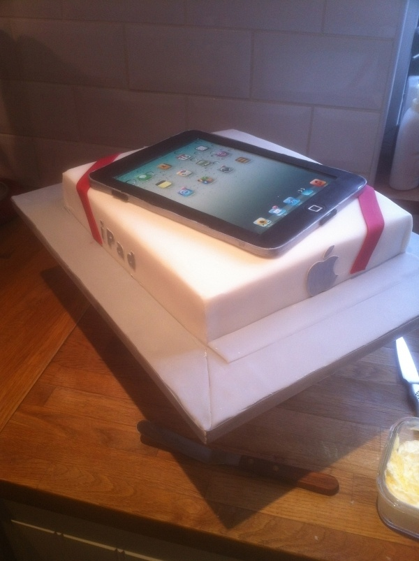 iPad Cake : I wonder if it gets wifi.