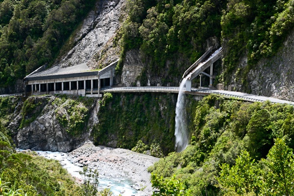 Arthur's Pass, through the amazing, winding roads of the Southern Alps, New Zealand