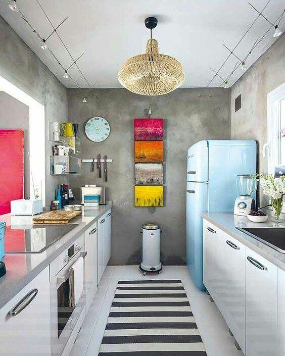 """2,295 curtidas, 16 comentários - Aʀϙᴜɪᴛᴇᴛᴜʀᴀ ᴇ Iɴᴛᴇʀɪᴏʀᴇs (@_arquitetura_e_interiores) no Instagram: """"Um cozinha colorida para animar essa sexta... ❤ Projeto desconhecido! #cores #arquitetura…"""""""
