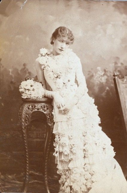 Sarah Bernhardt as Marguerite Gautier in La Dame aux Camelias, 1880 - I think Cate Blanchette should portray her in a film.