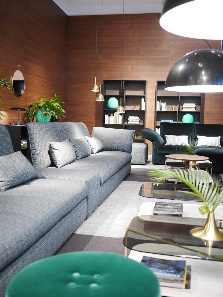 une immense bibliothque en l suit lamnagement de ce beau salon confortable et chaleureux - Salon Moderne Etchaleureux