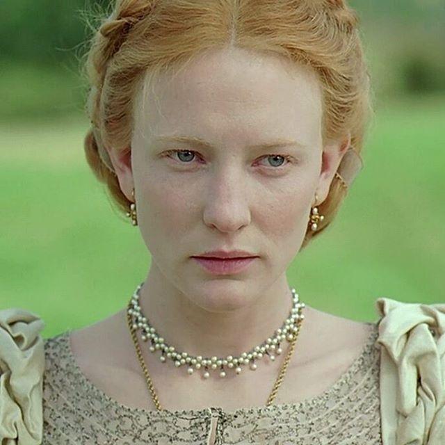 Elizabeth (1998)  Bir Protestan ve kraliçeyseniz İngiltere bürokrasisinin avı olmanız kaçınılmaz. Cate Blanchett'in hayran olunası performansıyla sinema tarihine iz bırakan bir film. #NeFilmdiAma