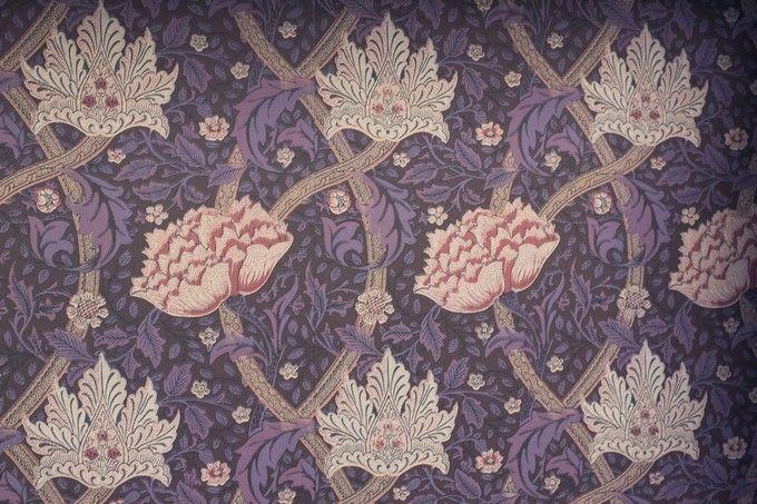 Luxury vintage wallpaper. / Ylellinen vintage-tapetti. www.valaistusblogi.fi
