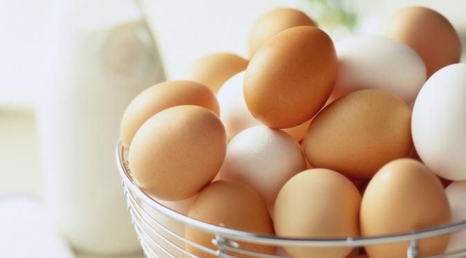 Alasan mengapa putih telur adalah makanan terbaik untuk sakit tenggorokan karena mengandung banyak protein. Makanan berprotein tinggi adalah yang terbaik untuk menambah daya tahan tubuh seseorang ketika kekebalan sedang menurun. (huffingtonpost.com)