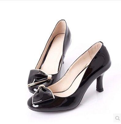 Дамы индивидуальные ручной сексуальная элегантный лук большой размер (4-15) мягкая лакированная кожа круглый носок тонкие каблуки тонкие обувь летний стиль