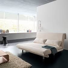 Multy  Ligne Roset - Multy offers an intermediate position half-way between settee and bed: a chaise longue with ample leg support.