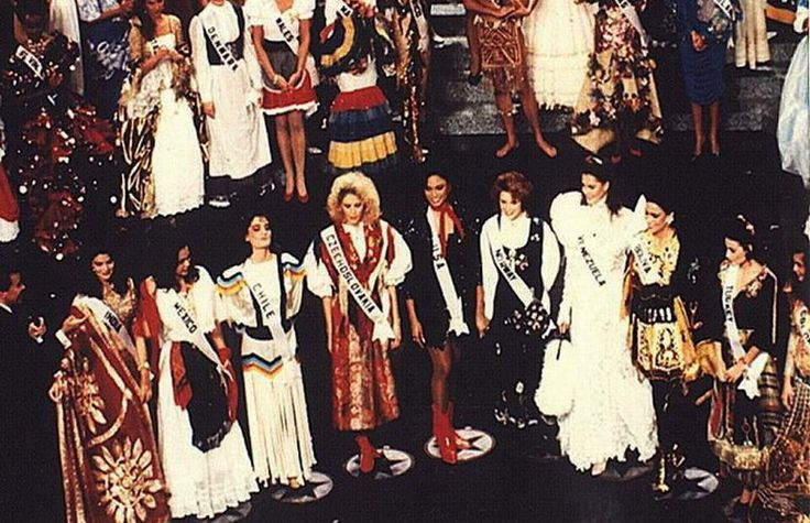 Las 10 Semi Finalistas  en el Certamen de miss Universe 1990..