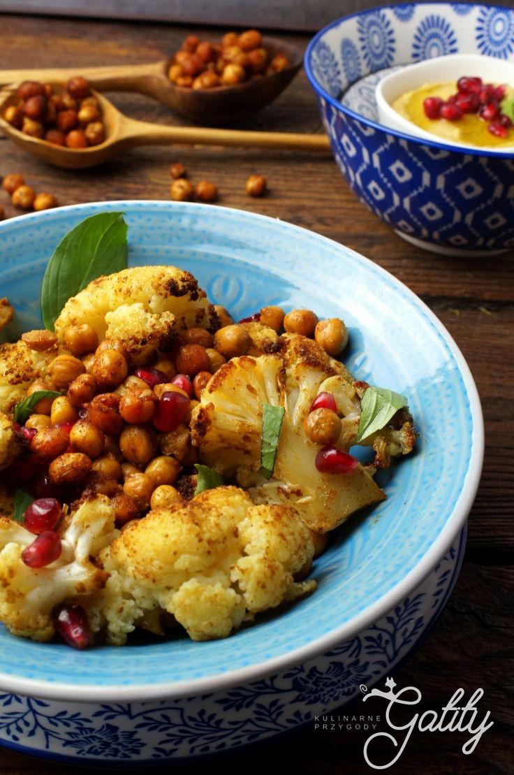 Kulinarne przygody Gatity - przepisy pełne smaku: Sałatka z pieczonym kalafiorem i ciecierzycą
