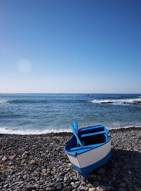 The ocean gives a feeling of calmness.