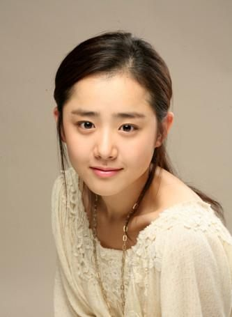 Moon Geun-Young - I've seen her in Cinderella's Stepsister, Marry Me Mary!, Cheongdamdong Alice and now Achiara's Secret. I generally really enjoyed the dramas I've seen her in. I'm super excited to see more of Achiara's Secret!