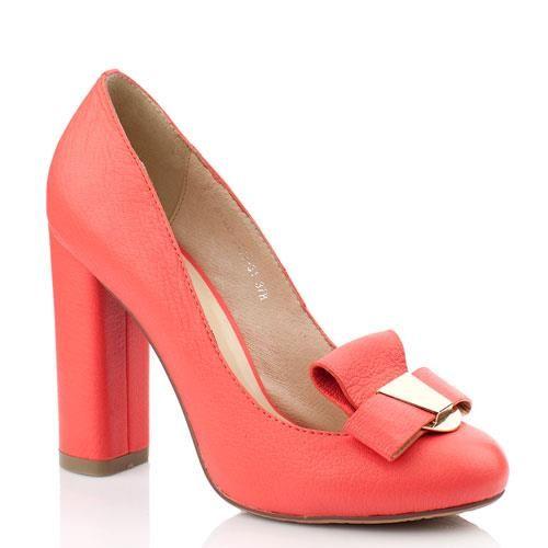 Туфли на каблуке кораллового цвета