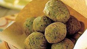 Un'erba decisamente antipatica ma che si rivela un ingrediente utile ed economico in cucina. Attenzione a quando le raccogliete