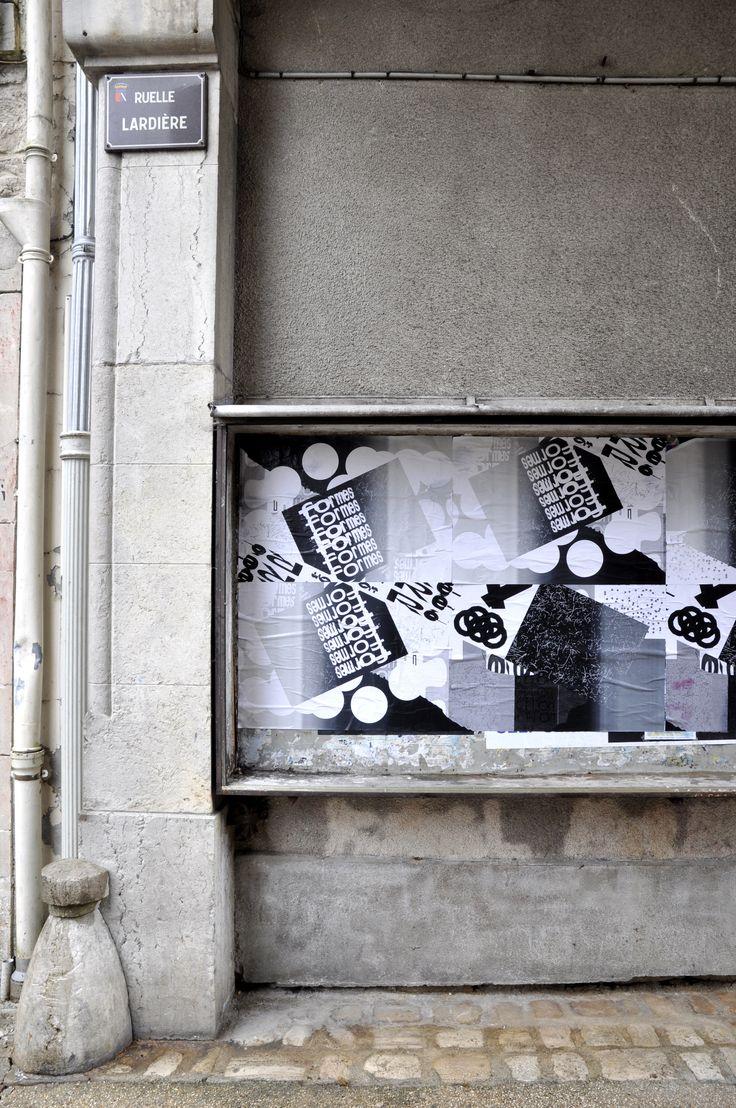 """""""Pratiques"""" Affiches en sérigraphies collées dans les rues de Chaumont à l'occasion du festival international du graphisme et de l'affiche."""