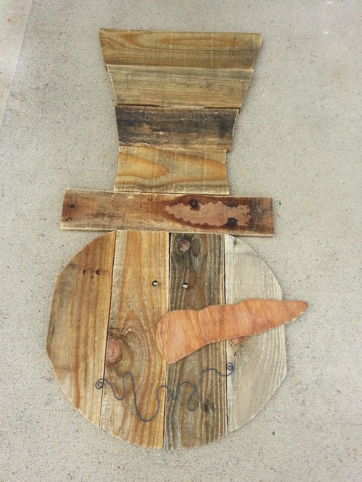 Best 25 wood snowman ideas on pinterest wooden snowman for How to make a wood pallet snowman