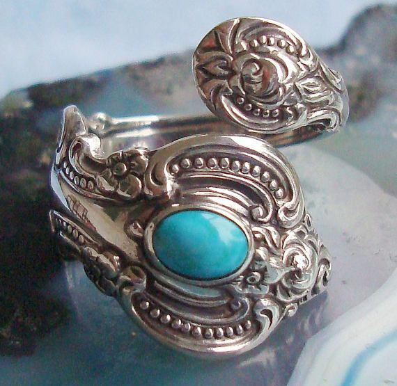 This is a vintage Turquoise signed Towle Sterling 1964 Spoon Ring, in the El Grande pattern. It appears in excellent vintage condition, and will fit a size 7 to 9 size finger. If you would like a different size just let me know at listing end and I can do this for you. Your ring will come