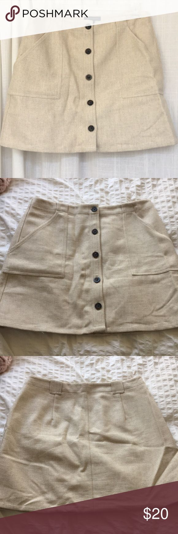 Banana Republic Canvas Button-Front Skirt This skirt buttons all the way up the front and has functional pockets and belt loops. The canvas material is a little heavier so it's great for fall and winter worn with tights. Worn only once! Banana Republic Skirts Mini