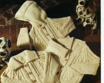 Teddy 4ply breien patroon poppen Cardigans - 7138  Dolls vest en Matinee Sets  4ply  Voortijdige grootte opgenomen  1 x patroon 7164  Pop de hoogte: