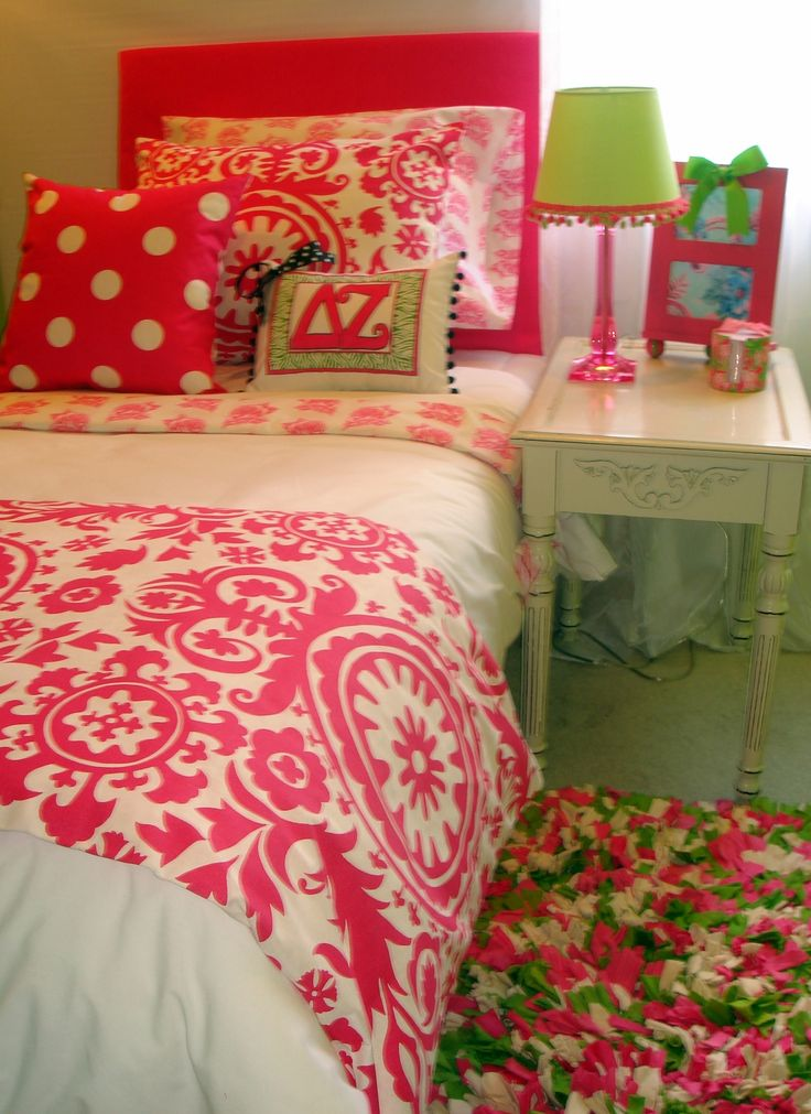 Cute Pillows For Dorm Rooms : 17 Best images about College dorm on Pinterest Dorm bedding, Cute dorm rooms and Bed skirts