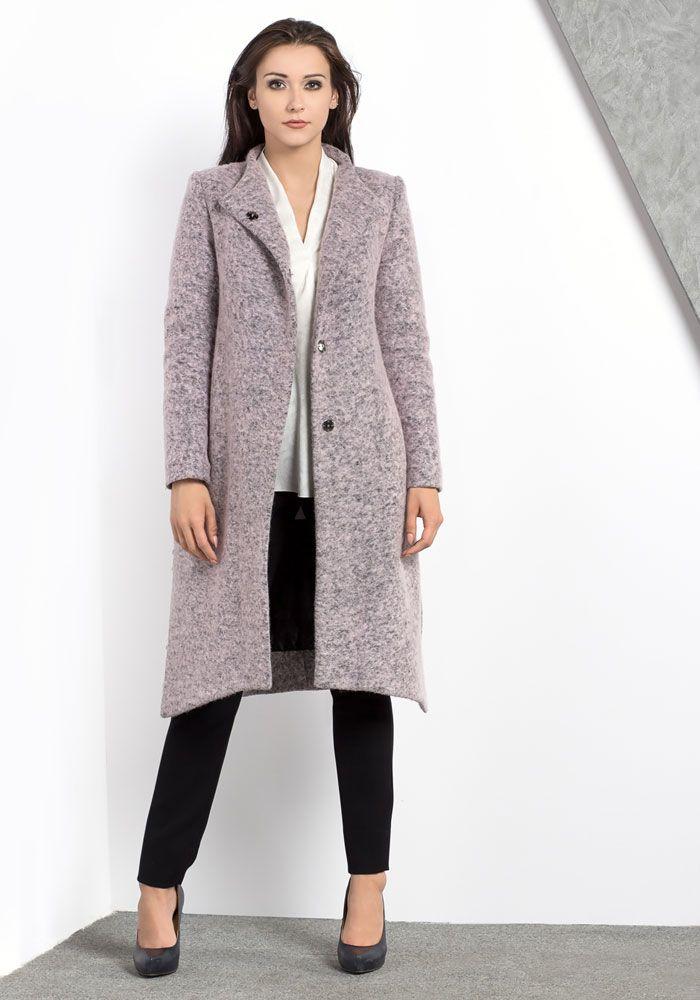 Asymetryczny, wełniany płaszcz w kolorze pudrowego różu. Asymetric woolen coast in powder pink.