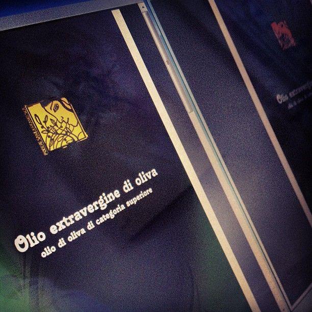 Progetto Instagram iPhone: LS al lavoro sul packaging dell'Olio d'Oliva Santa Francesca. Art Director: Lapo Secciani Photographer: Lapo Secciani.