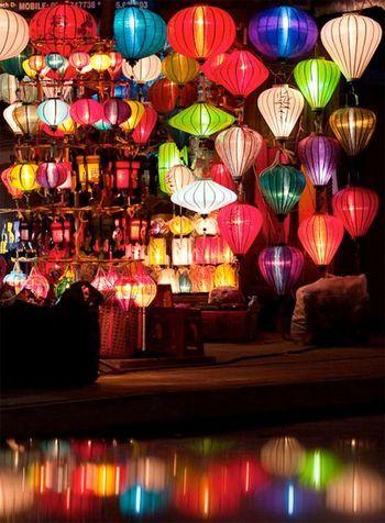 ベトナム 世界遺産の街ホイアンのランタン祭