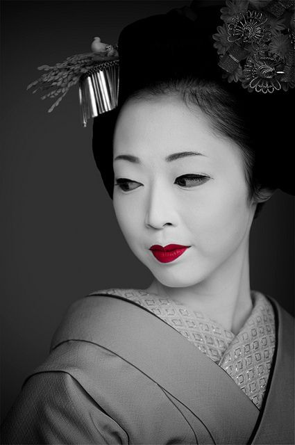 "Geisha ❤❦♪♫Thanks, Pinterest Pinners, for stopping by, viewing, re-pinning, & following my boards.  Have a beautiful day! ^..^ and ""Feel free to share on Pinterest ♡♥♡♥ #women"