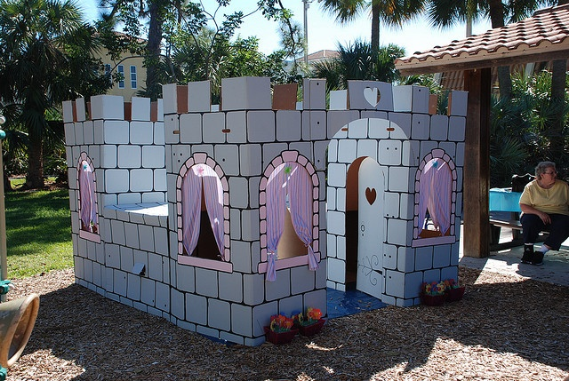Cardboard castle made out of mr mcgroovy 39 s rivets for Castle made out of cardboard