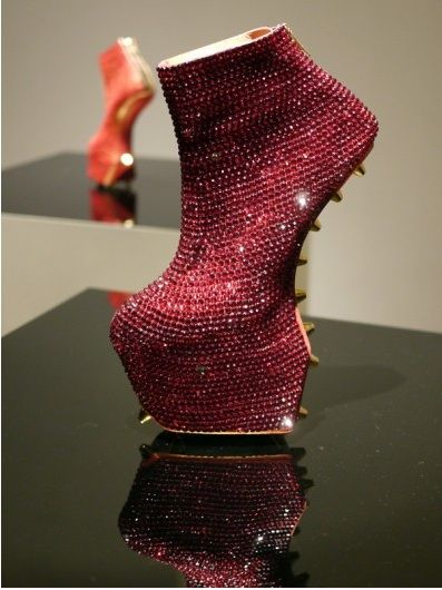 Um, can I have these in black AND a pair in pink please?! Lol   :red heelless shoes