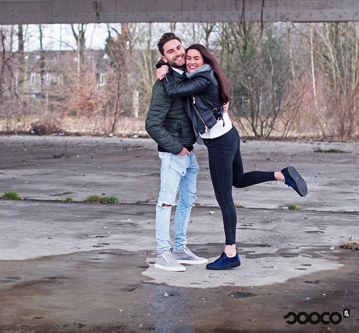 We love these musthaves! Of het nu fluweel is of een opvallende rits, laat je schoenen de eyecatcher van je outfit zijn ✨  Shoecolate creepers voor dames: https://www.sooco.nl/shoecolate-65271551-blauwe-lage-sneakers-31120.html?dfw_tracker=13299-287.30.314  Antony Morato sneakers voor heren: https://www.sooco.nl/antony-morato-mmfw00730-grijze-lage-sneakers-29882.html?dfw_tracker=13299-187.20.441