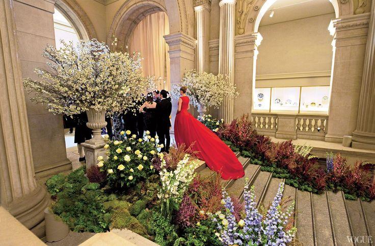 met-gala-decor-2011-alexander-mcqueen-1_180013484511.jpg