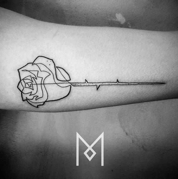 Minimalist, single line tattoo by Berlin-based tattoo artist Mo Ganji