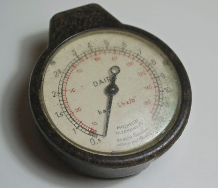Vintage Michelin Tyre Pressure Gauge c1930's in Bakelite - Rare Michelin Gauge