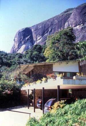 O projeto da residência de Lota de Macedo Soares , Fazenda Samambaia, Petropólis (Rio de Janeiro - Brasil), é de autoria do arquiteto brasil...