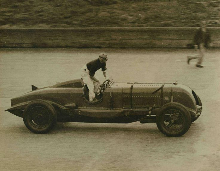 Another brilliant photo of Birkin in the Blower Bentley, jumping from the fire at 80mph in 1931 #TransportThursday