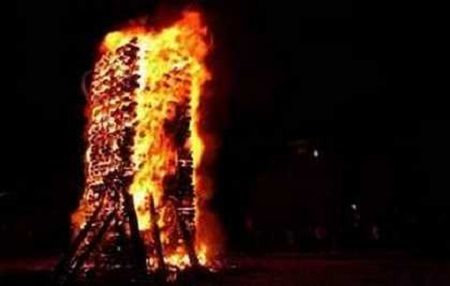 Each year on December 23 in Florina, #Greece, thirty five fires are lit as part of an ancient custom. The largest fire is lit in the center of the main square near Sakouleva river.