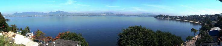 Praia da Bica à direita - Ilha do Governador - RJ - No canto superior esquerdo vê-se a ponte Rio- Niterói e o Corcovado