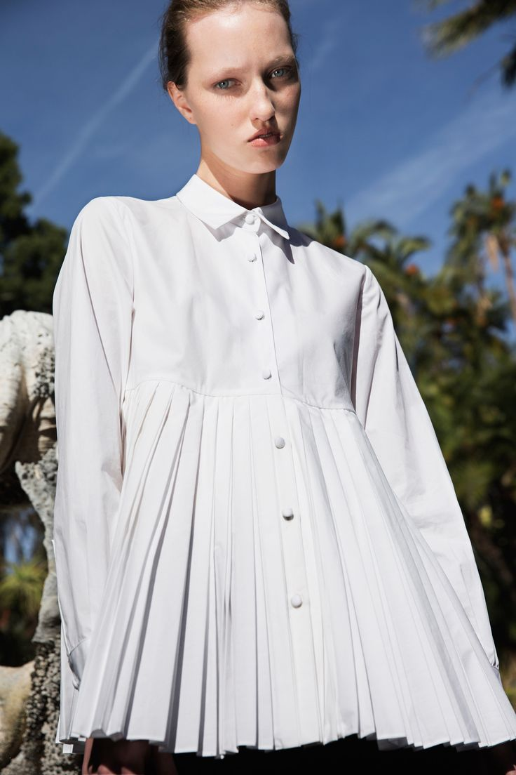 Co Pre-Fall 2016 Fashion Show I really love the bottom section to this shirt. It has a very spring summer look. The whole style of the shirt is very loose and airy, not the typical fitted shirt.
