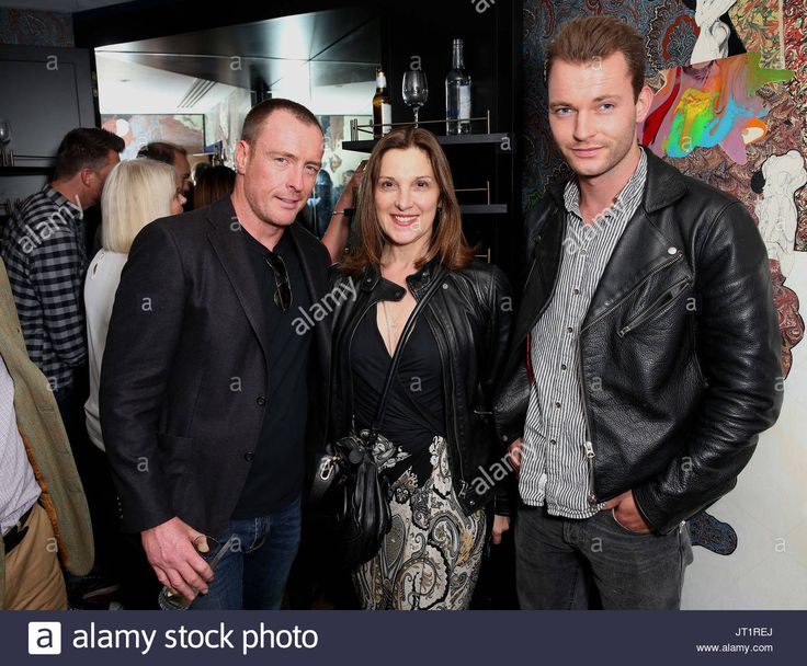 Download this stock image: Toby Stephens short film IN VITRO was screened last night at the The Hospital Club.  Attendees include Toby Stephens, Rupert Penry Jones, Anna-Louise Plowman and Steph Leonidas,  Executive Maggie Smith and Barbara Broccoli.Toby Stephens short film IN VITRO was screened last night at the The Hospital Club.  Attendees include Toby Stephens, Rupert Penry Jones, Anna-Louise Plowman and Steph Leonidas,  Executive Maggie Smith and Barbara Broccoli.  - JT1REJ from…