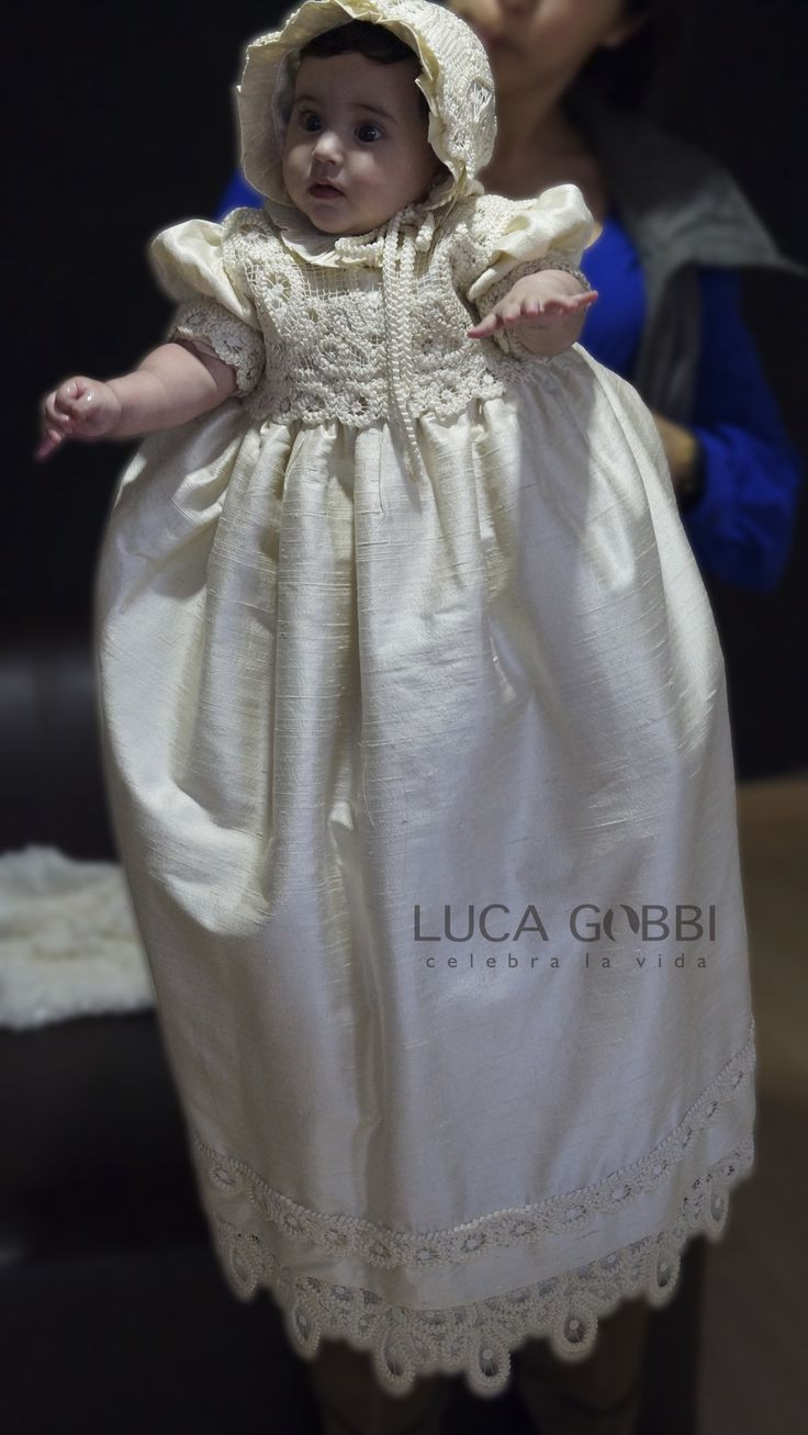 Elegantes diseños en nuestros Ropones de Bautizo para Niña, más Encuentra este y más modelos en nuestra Tienda en Línea→ www.lucagobbi.com  #Ropon #Bautizo