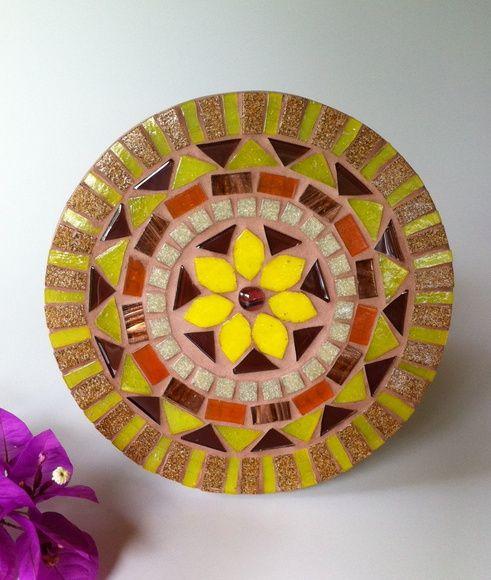 Mandala em mosaico flor amarela                                                                                                                                                                                 Mais
