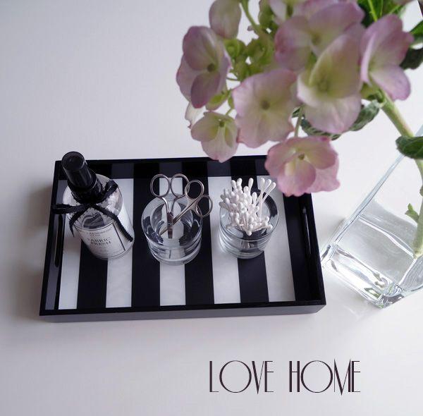 ■【セリアで見つけたシンプルな容器と3COINSの白黒エプロン】 : love HOME 収納&インテリア