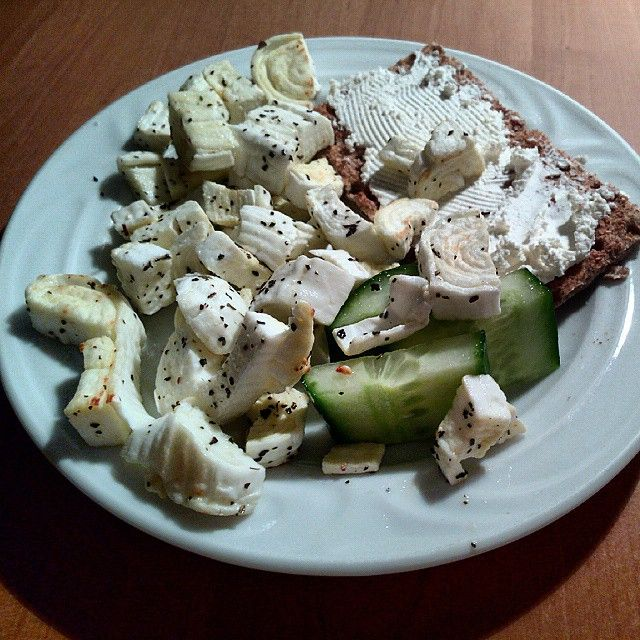 """#šmakoun #smakoun #shmaky #eggcheese #protein #lowGI #dinner #knackebrot #instafood #fitfood #fitness #yummy #mňam #foodporn #food #papkaj #mojejidlo"""
