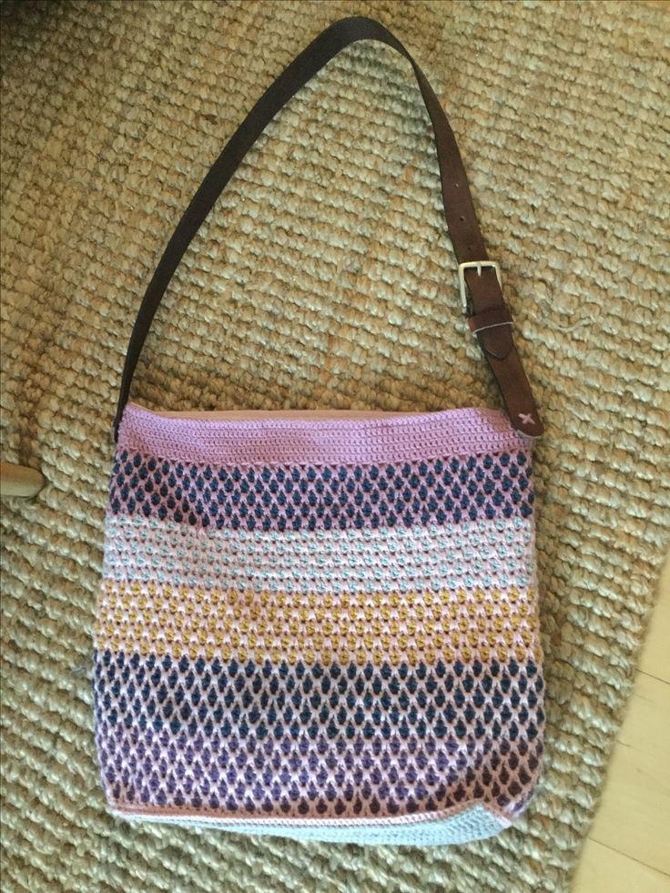 Hæklet taske, mønster inspiration fra hendes verden.